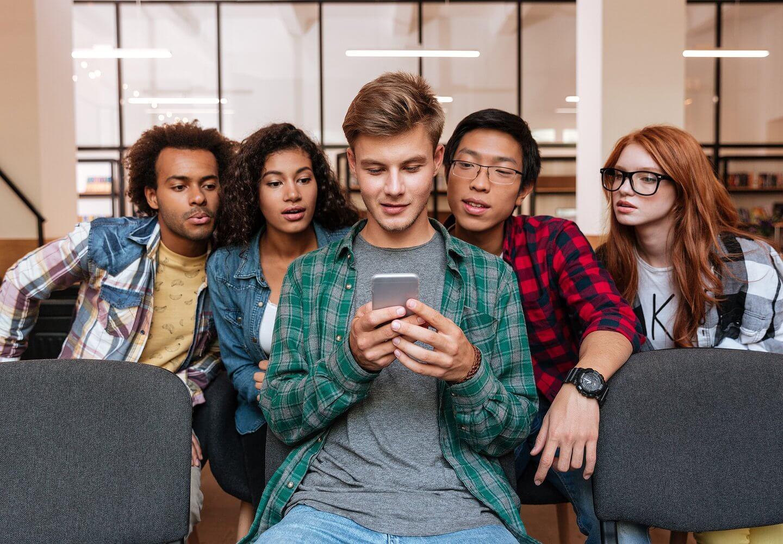 Из онлайна в офлайн: как продавать поколению Z